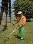 園内の草刈りは夏場の大きな仕事