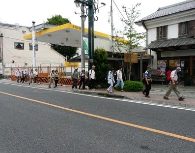 飯能駅より天覧山下へ向かう途中です